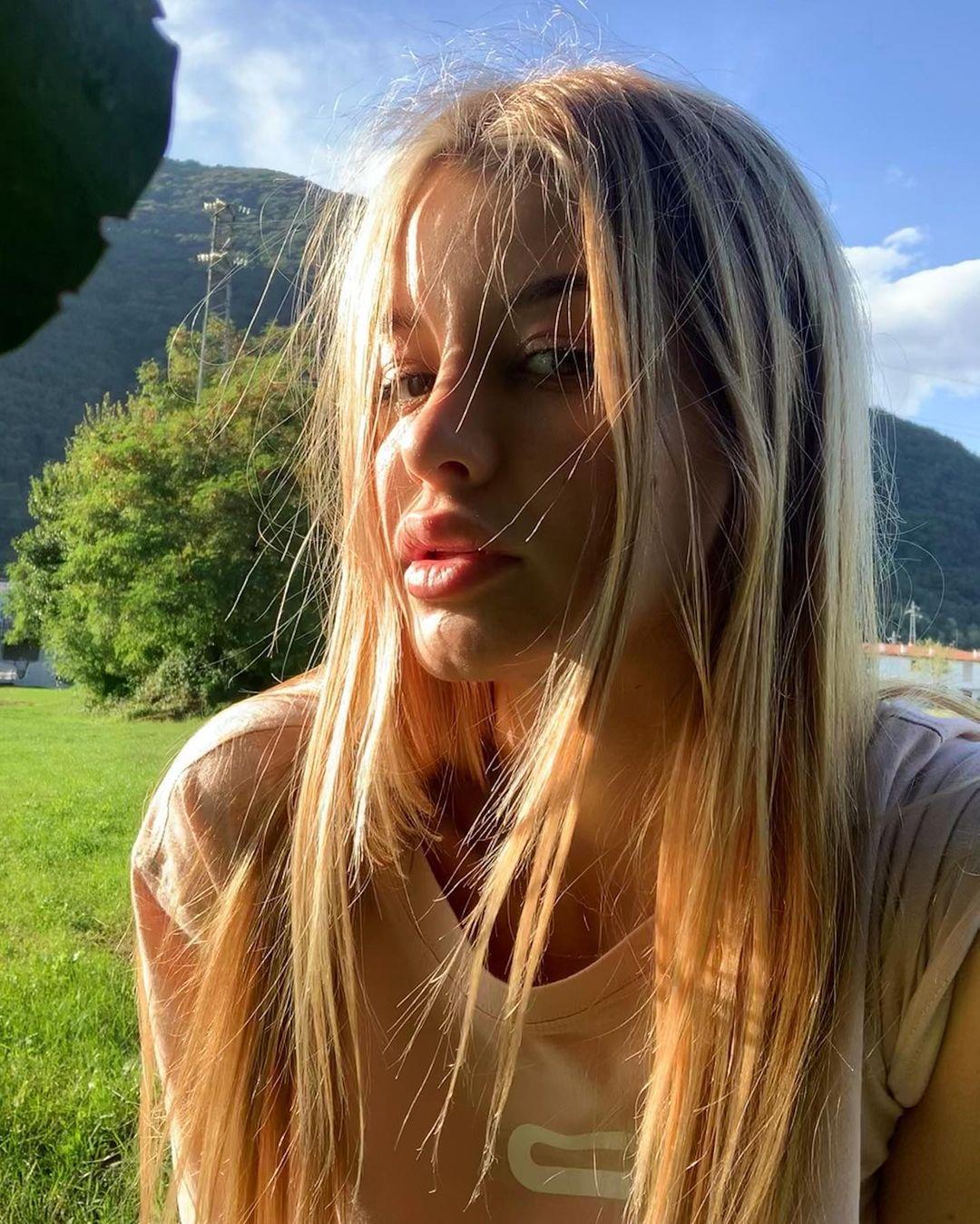 Elena-Berlato-Wallpapers-Insta-Fit-Bio-9