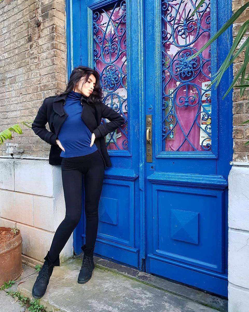 Zamira-Mosidze-Wallpapers-Insta-Biography-6