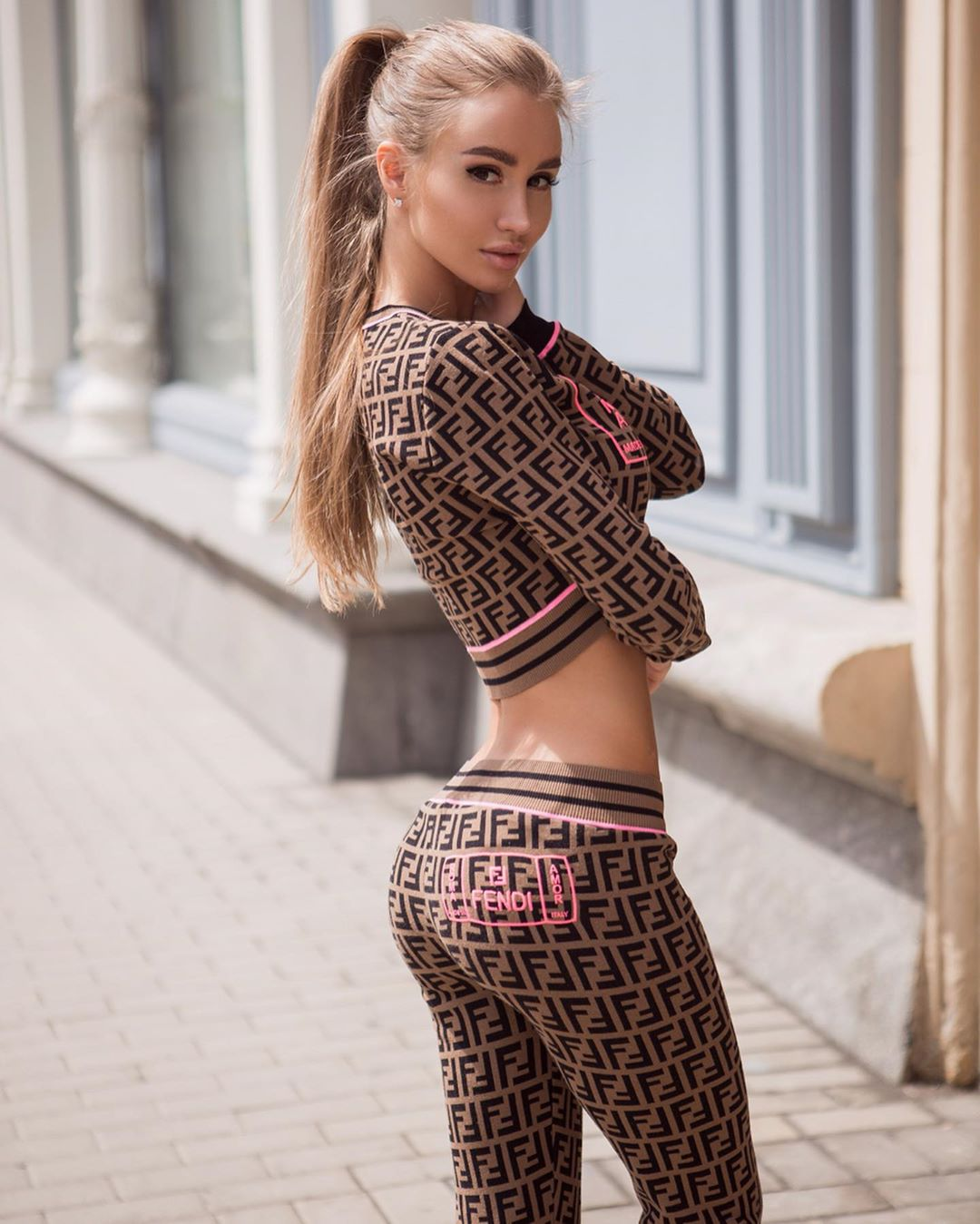 Valenti-Vitel-Wallpapers-Insta-Fit-Bio-1