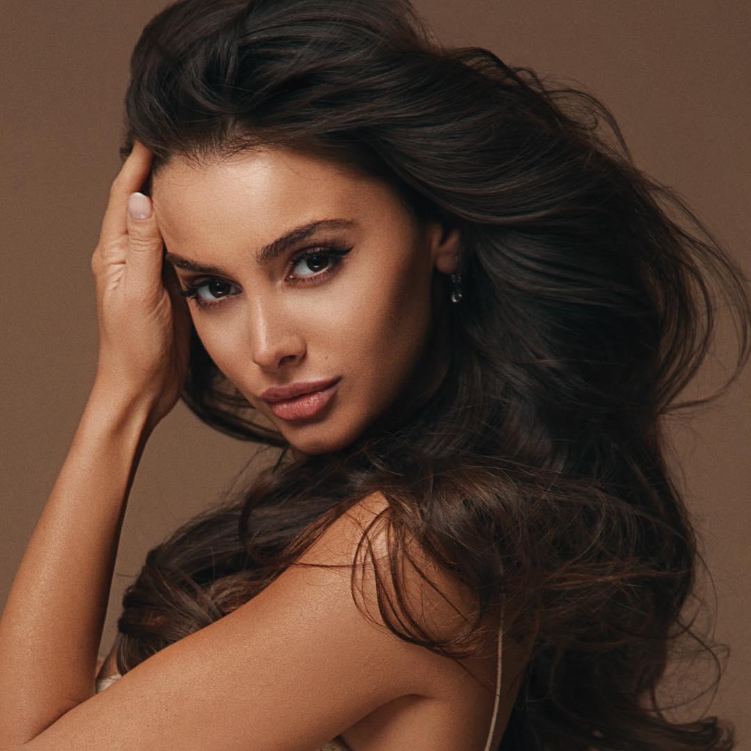 Christina-Alb-Wallpapers-Insta-Fit-Bio-11
