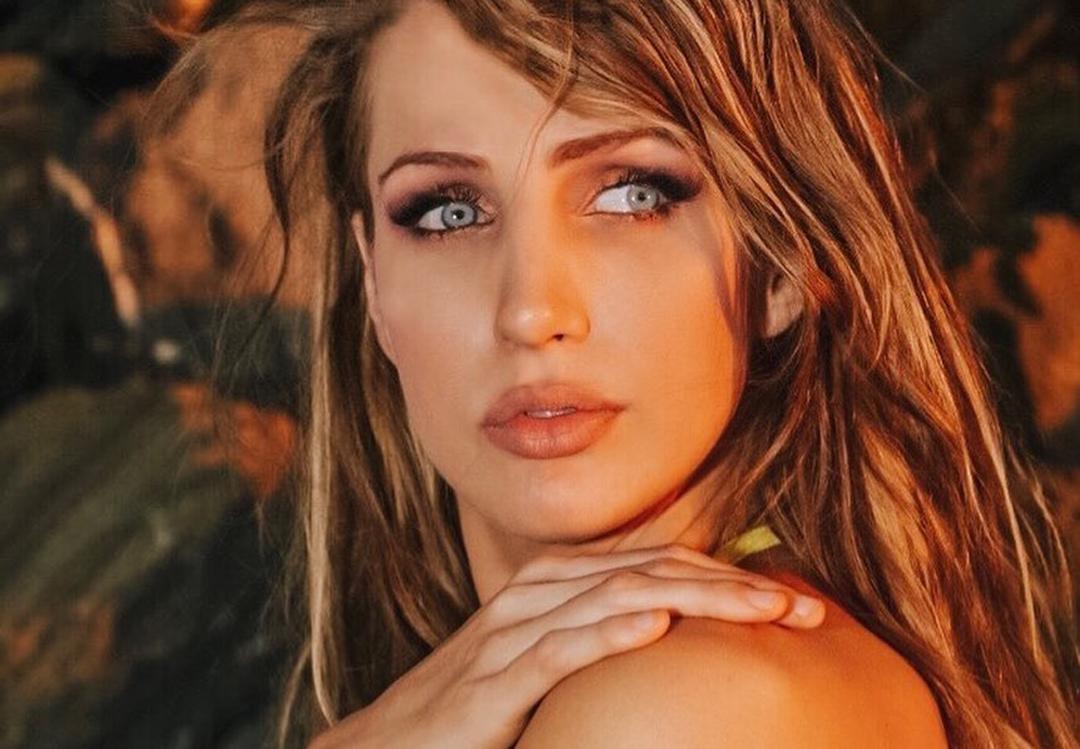 Megan-Skye-Blancada-Wallpapers-Insta-Fit-Bio-5