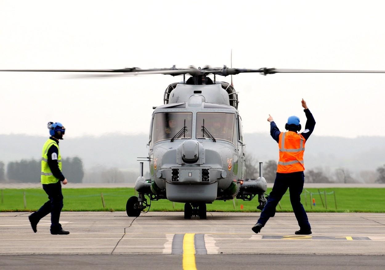 PANIKA U VELIKOJ BRITANIJI! Vojni tehničar pao u 'ljubavnu zamku' neumoljive kineske špijunke, skrivao ju je dvije sedmice u  bazi iz koje su trebali biti prebačeni helikopteri u Južno kinesko more