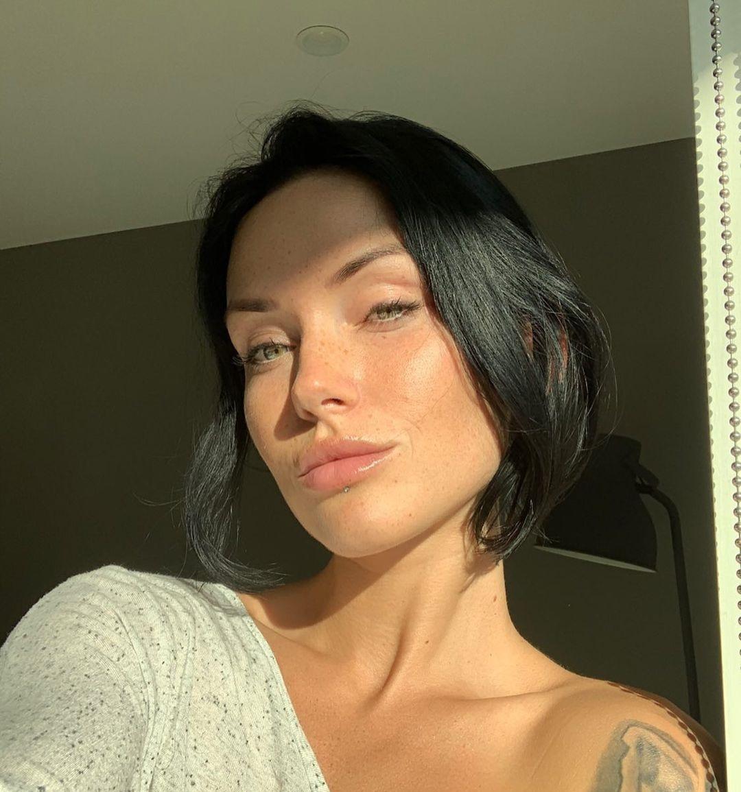Kayla-Lauren-Wallpapers-Insta-Biography-10