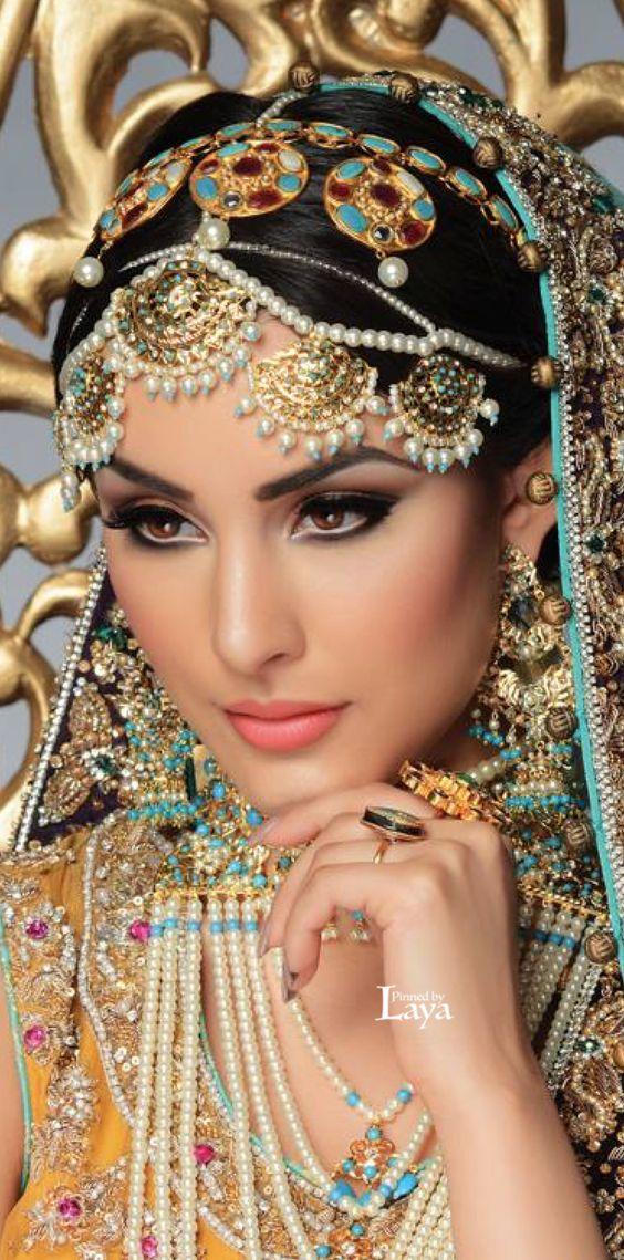 [Image: Guddi-necklace-8d727cbc88e2047ca2c8dc046e11a6b7.jpg]