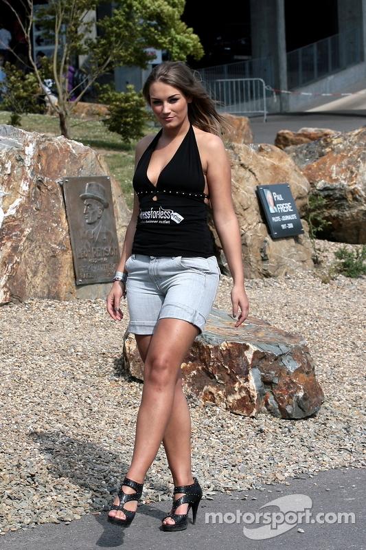 lemans-spa-2011-a-paddock-beauty