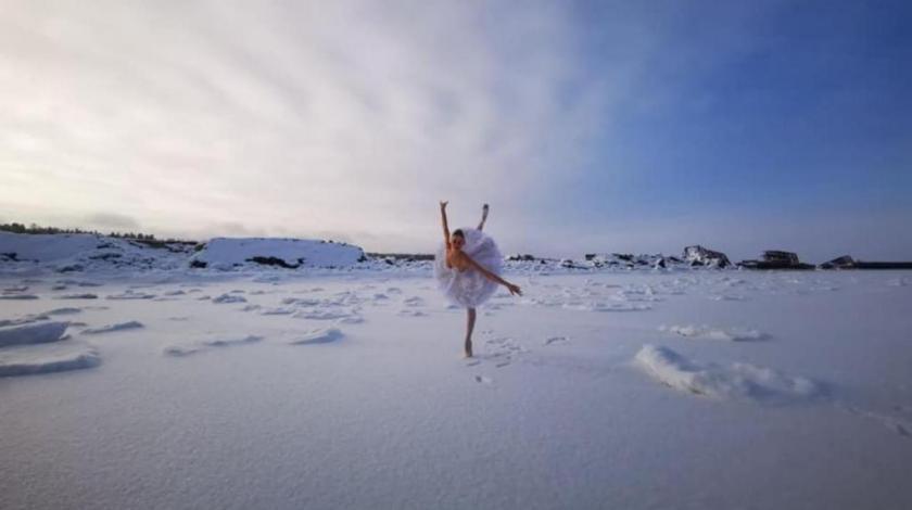 VIDEO: Balerina na minus 15 otplesala scenu iz 'Labudovog jezera' na smrznutom dijelu Finskog zaljeva!