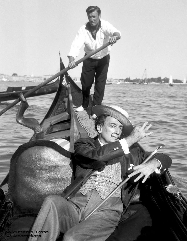 Редкие фотографии известных людей, отдыхающих в Венеции в 1950-60-е годы 5