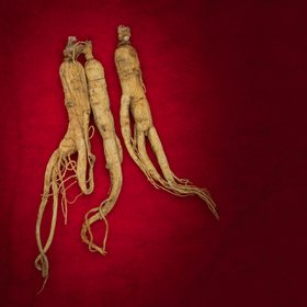 Red ginseng is steamed to remove toxins from raw ginseng and physiologically active ingredients are produced