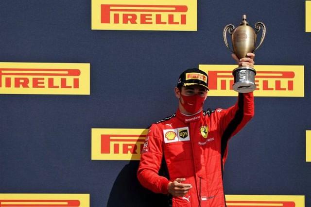 F1 GP de Grande-Bretagne 2020 : Victoire de lewis Hamilton sur trois roues 1046916