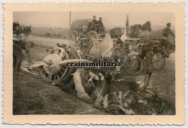 Orig-Foto-101-ID-Soldaten-m-Fahrrad-b-russisches