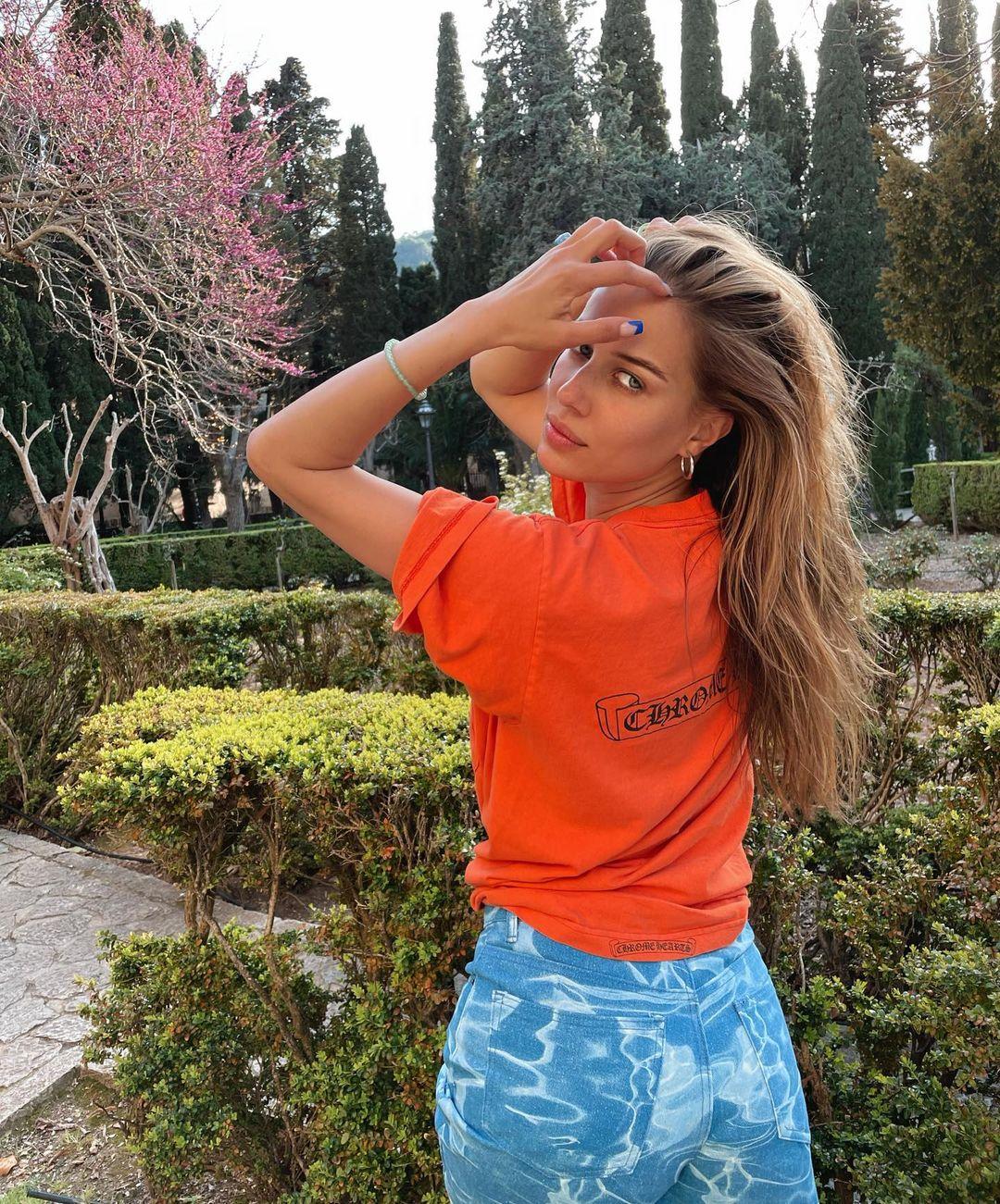 Nicole-Poturalski-Wallpapers-Insta-Fit-Bio-2
