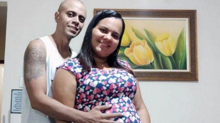 Brasil: una ecografía muestra a un bebé haciendo la «V» de la victoria y sus padres lo tomaron como una señal