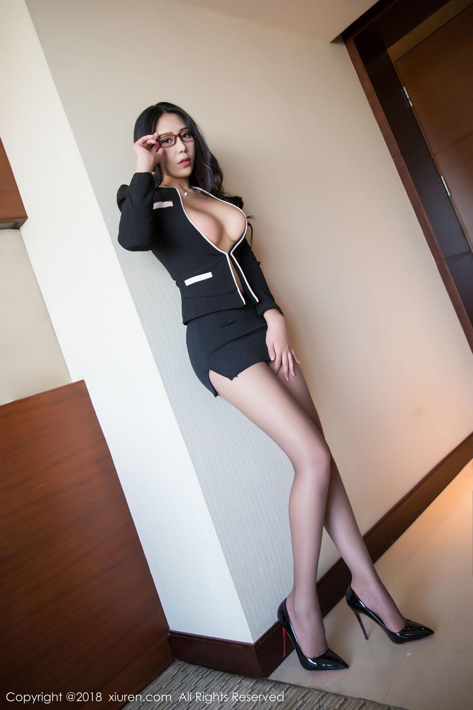 [XIUREN秀人] No.1179 模特@安可儿首套性感OL写真