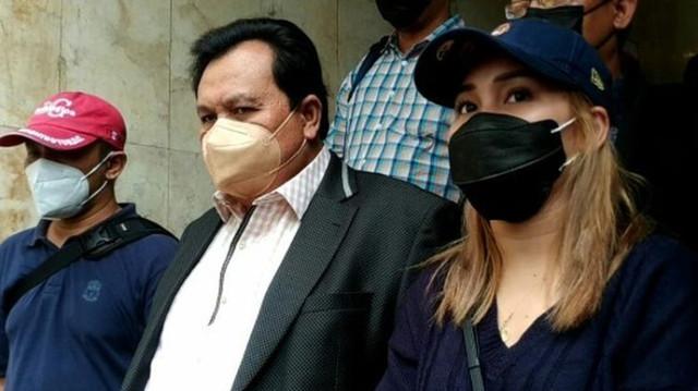 Pedangdut Ayu Rosmalina atau Ayu Ting Ting kembali menjalani pemeriksaan Polda Metro Jaya pada Selasa (14/9/2021), terkait pelaporan yang dibuat soal penghinaan.