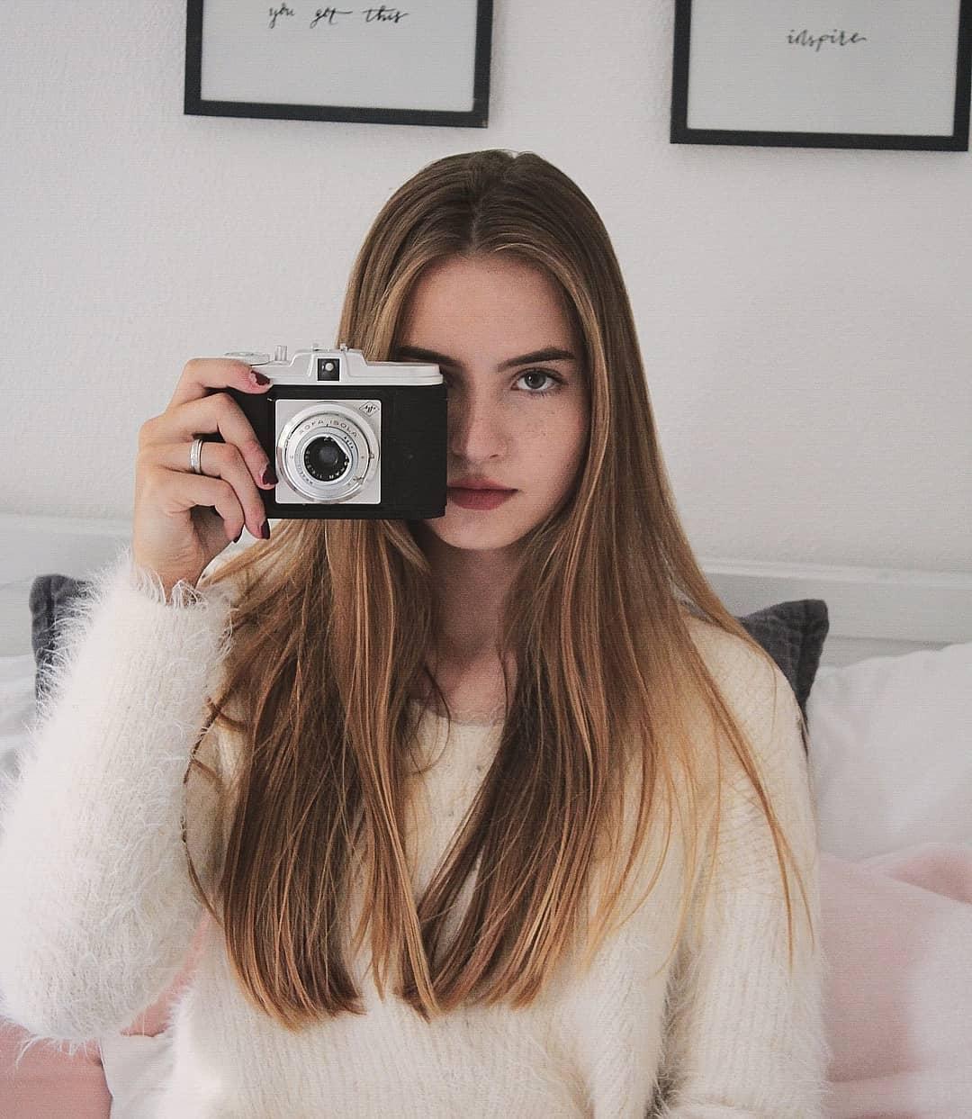 Jennifer-Levi-Wallpapers-Insta-Fit-Bio-3