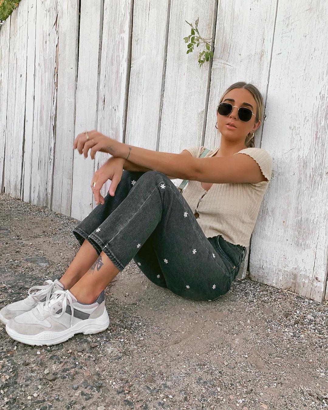 Kaylee-Lane-Wallpapers-Insta-Fit-Bio-11