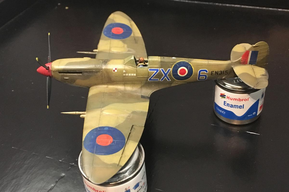 Spitfire Mk IX - Eduard 1:72 - Page 2 IMG-1634