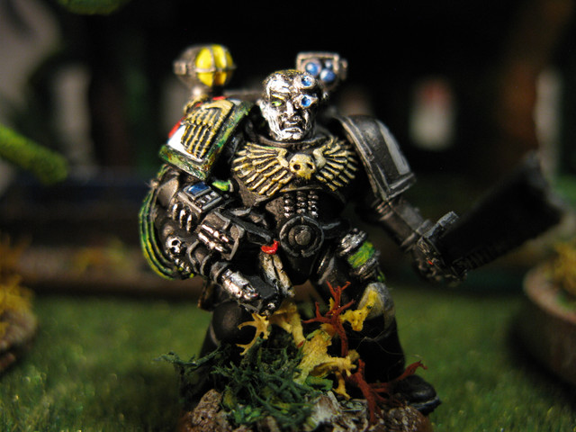 40K SM GD Apothecary Command Squad Green.jpg