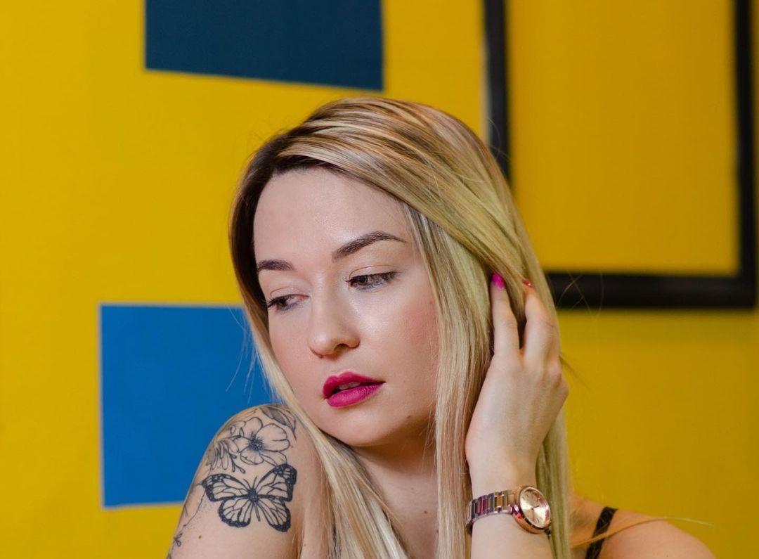 Cristina-Valls-Wallpapers-Insta-Fit-Bio-12