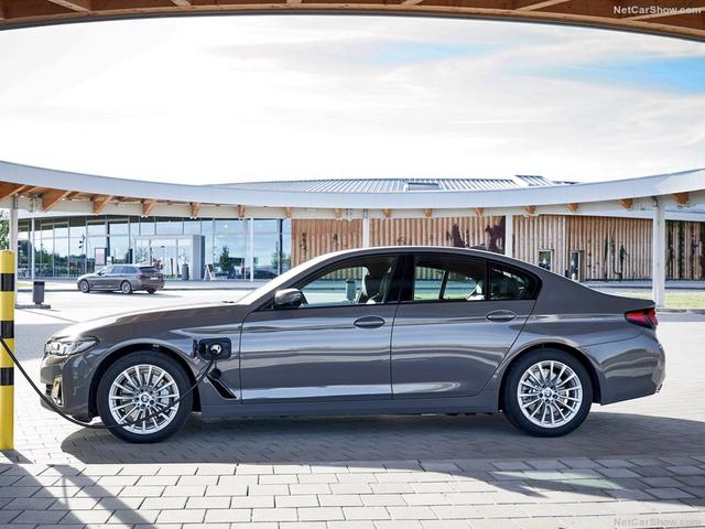 2020 - [BMW] Série 5 restylée [G30] - Page 11 88-C3-E524-6-E4-E-4-DA4-A441-B49367-CD0-F3-A