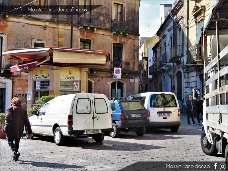 avvistamenti auto storiche - Pagina 13 Ford-Escort-Van-D-1-8-58cv-93-CTA53277-e-Fiat-Panda-4x4-1-0-48cv-91-VI878859-55-762-18-10-2018