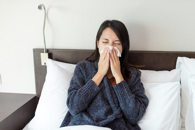 [Image: Woman-sneezing-on-bed.jpg]