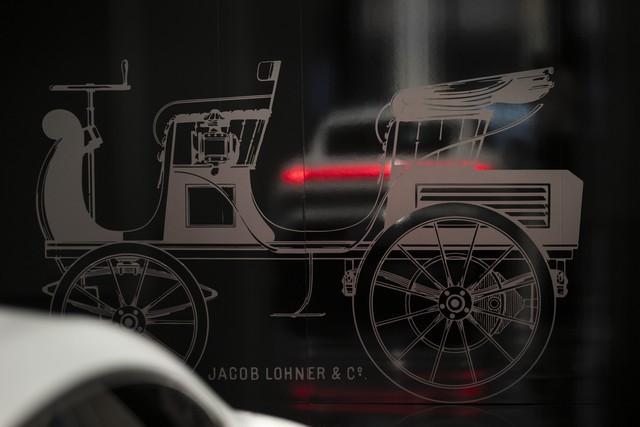 Porsche inaugure l'exposition « Porsche - Pionnier de la mobilité électrique» à Berlin  S20-3101-fine