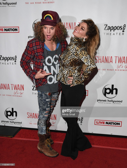 LAS-VEGAS-NEVADA-DECEMBER-06-Comedian-Carrot-Top-L-and-singer-Shania-Twain-attend-the-grand-opening-
