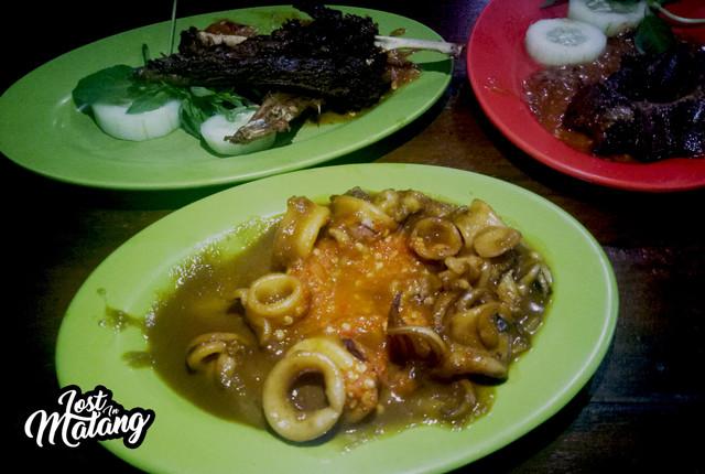 Warung Lalapan Cak Rie, Lalapan dan Seafood Favorit Semua Kalangan