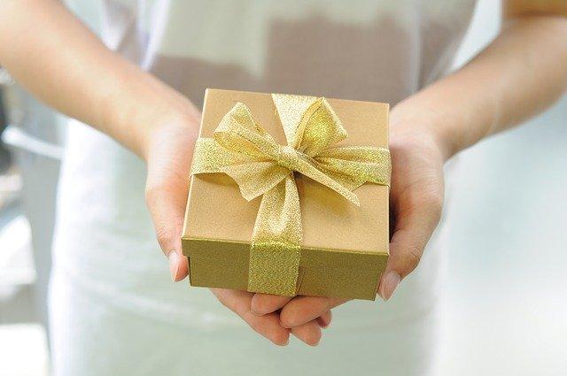 gift-box-2458012-640