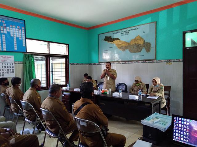 Bapak Sekertaris Dinas memberikan pengarahan dalam rangka Monev UPTD Triwulan I 2020