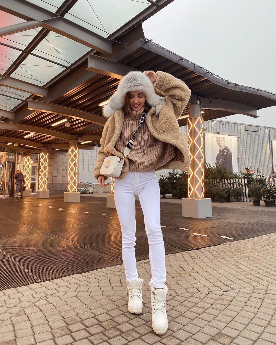 Yekaterina-Mezenova-Wallpapers-Insta-Fit-Bio-6