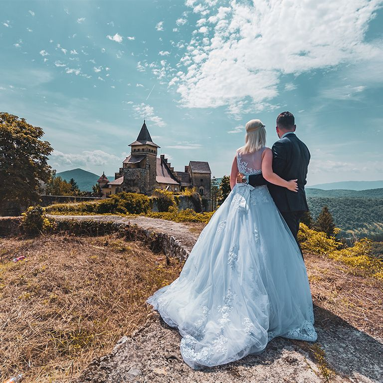 Nedžad and Erna looking at the castle