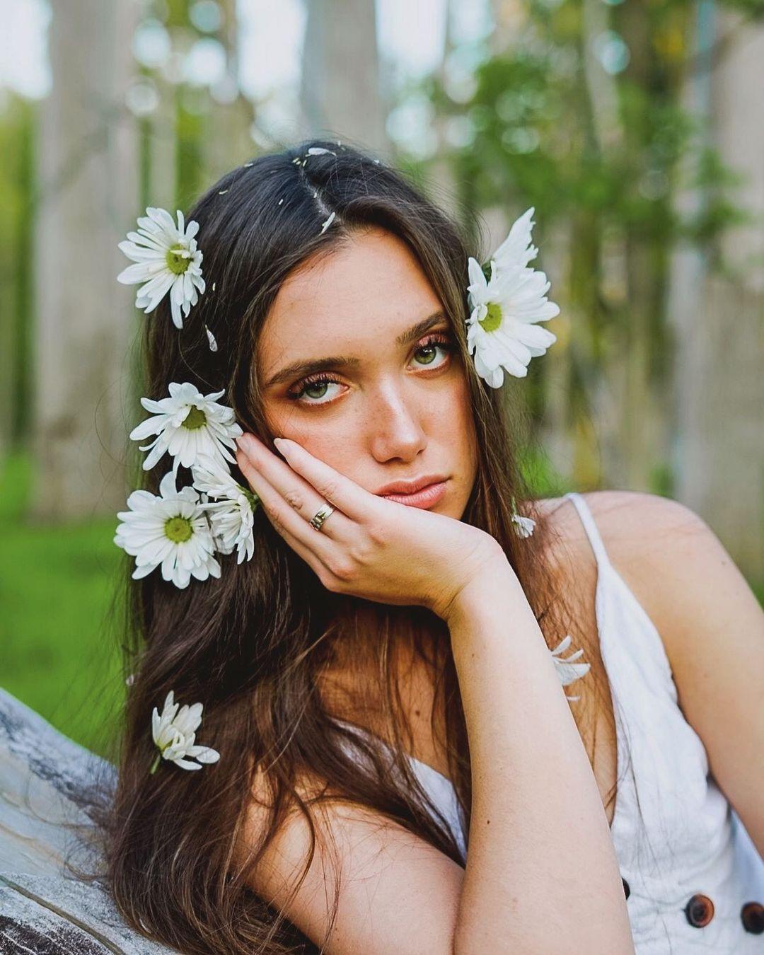 Hannah-Meloche-Wallpapers-Insta-Fit-Bio-6