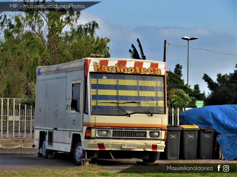 Veicoli commerciali e mezzi pesanti d'epoca o rari circolanti - Pagina 8 Fiat-242-Autonegozio-TP402655