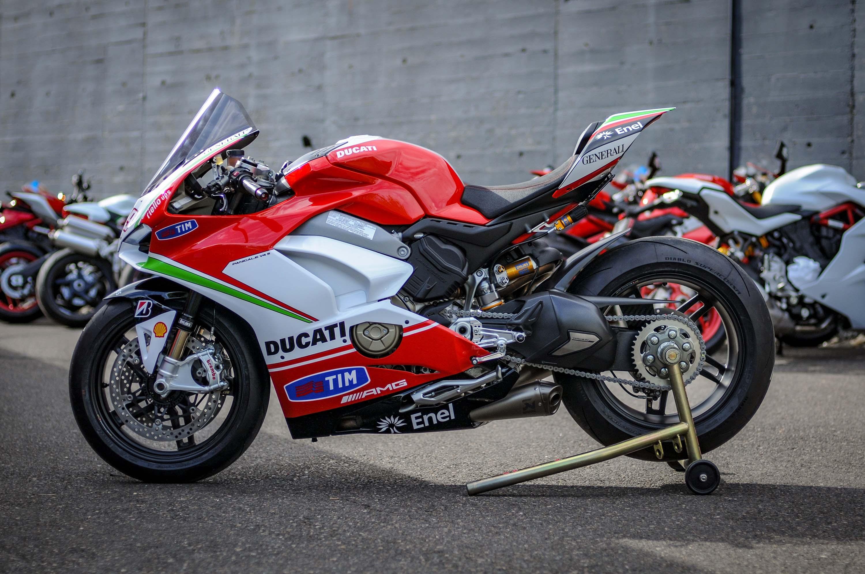 Nicky-Hayden-Ducati-Panigale-V4-tribute-21