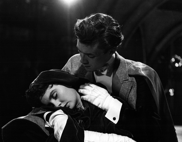 Jean-Simmons-and-Dirk-Bogarde-in-So-Long-at-the-Fair-1950