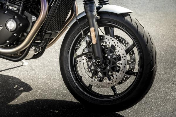 2019-Speed-Twin-FRONT-WHEEL