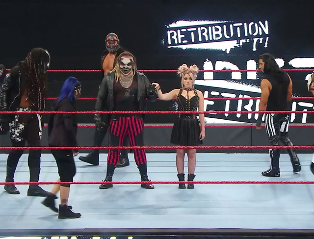 RETRIBUTION intentan atacar a Alexa Bliss y a The Fiend