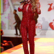 reddresscollection020520-performance6