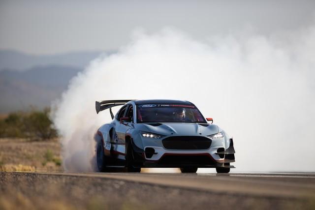 Ford Performance et RTR dévoilent un prototype 100% électrique, la Mustang Mach-E 1400, pour un nouvel art du drift Mach-E-1400-APG-selects-8