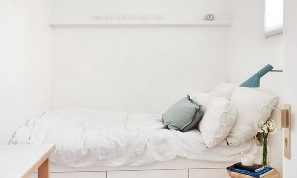 Desain Kamar Tidur Kecil dengan Nuansa Serba Putih