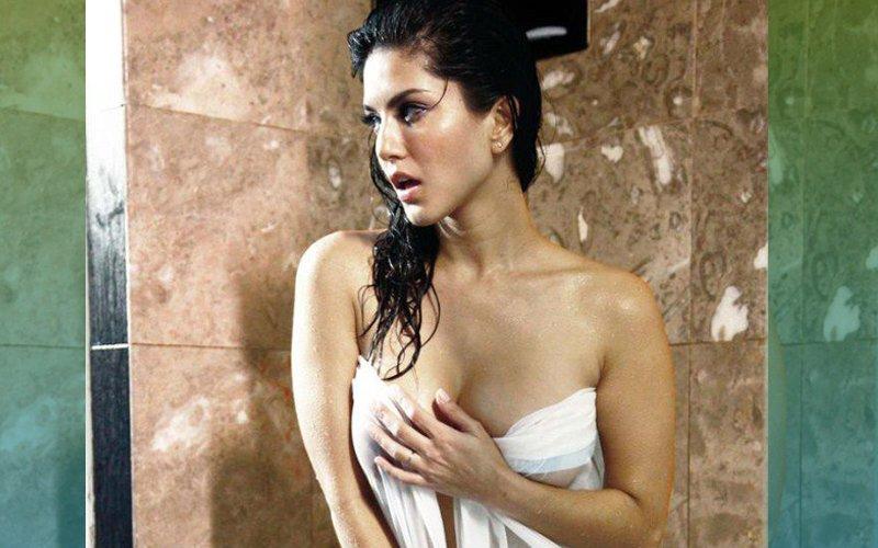 18+ Bath Tub Beauty (Sunny Leones) 2020 English 720p HDRip 50MB Download