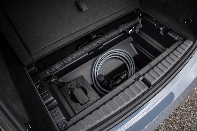 P90422157-high-Res-the-bmw-ix-xdrive50-min