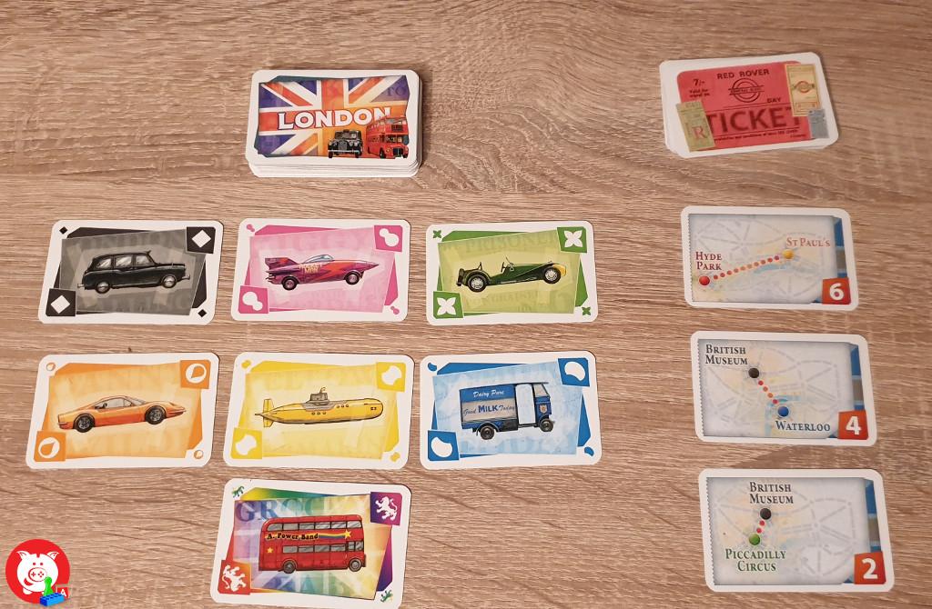 Alle kleuren voertuigkaarten en de routekaarten. Zien jullie ook de leuke details bij de voertuigen?