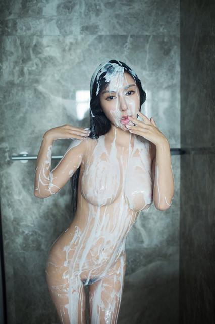 Foto Bugil Istri Simpanan Sedang Mandi