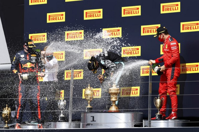 F1 GP de Grande-Bretagne 2020 : Victoire de lewis Hamilton sur trois roues 92111