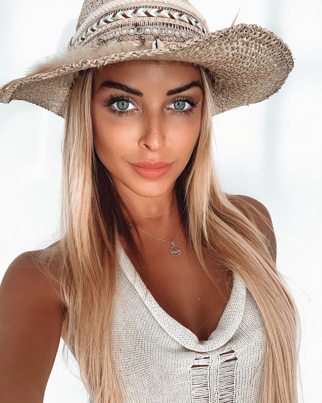Chiara-Bransi-Wallpapers-Insta-Fit-Bio-6