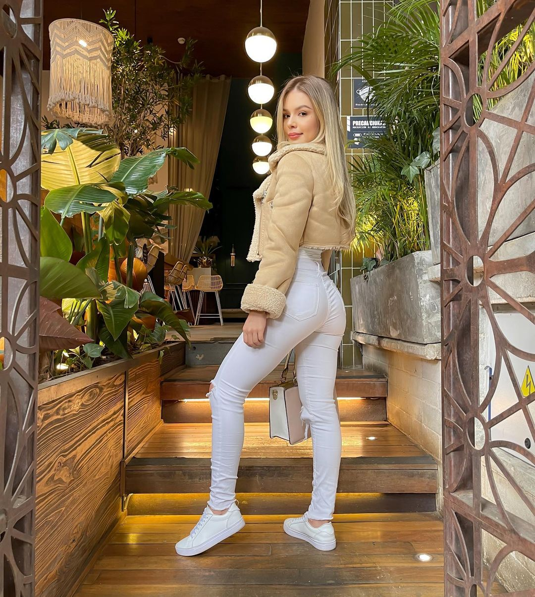 Luisa-Duque-Wallpapers-Insta-Fit-Bio-2