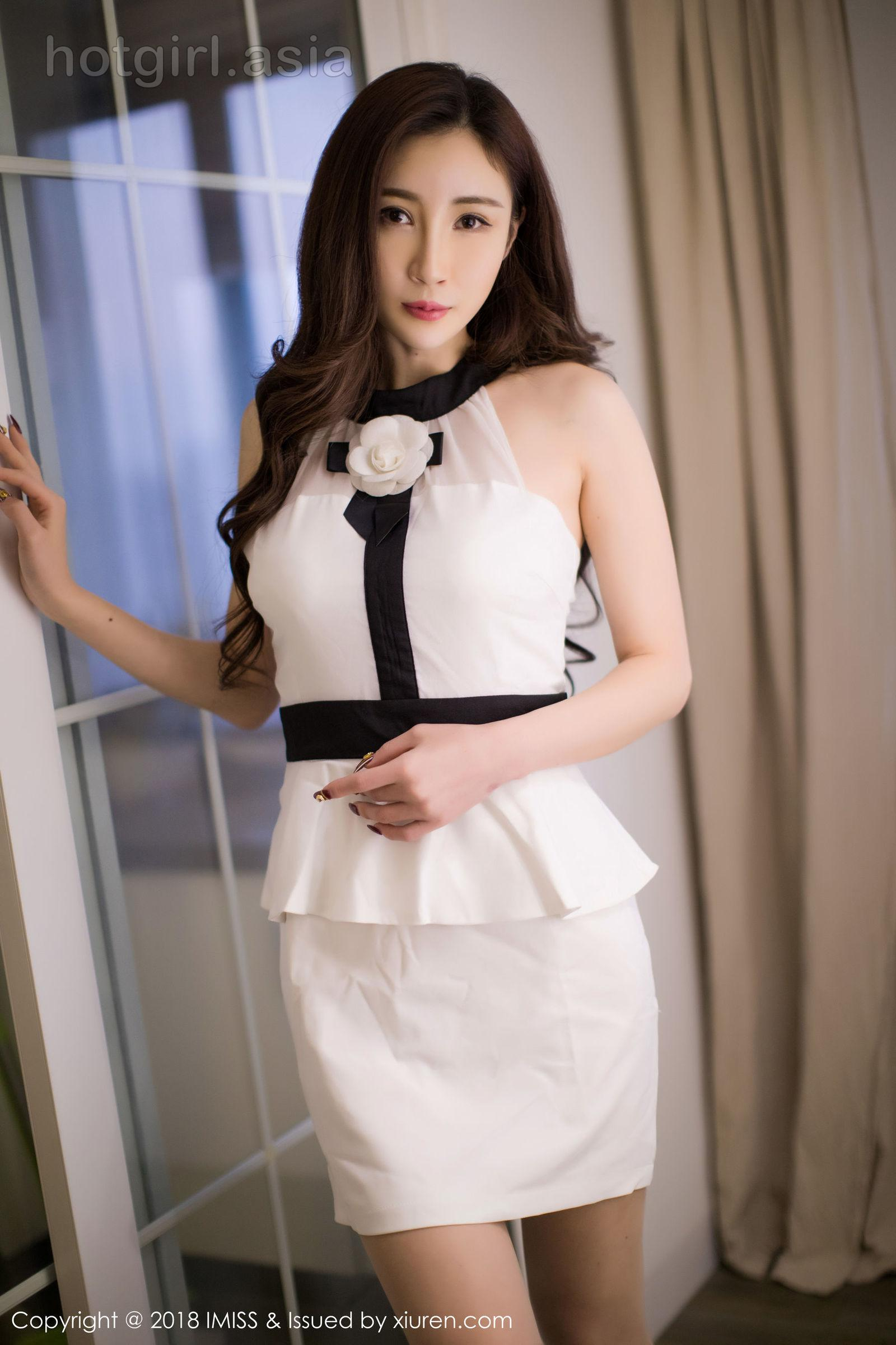 [IMiss love honey club] Vol.232 beauty anchor @孙梦瑶V stockings legs photo